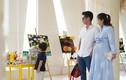Khánh Thi bụng bầu vượt mặt cùng Phan Hiển đưa con trai đến trường