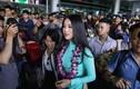 Phương Khánh diện áo dài rạng rỡ trong vòng vây người hâm mộ
