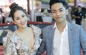 Khánh Thi khoe ngực đầy lấp ló bên chồng trẻ Phan Hiển