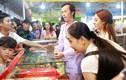 Danh hài Hoài Linh bán hàng ở hội chợ khiến dân tình nhốn nháo
