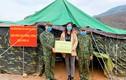 Lương Thùy Linh tặng quà chiến sĩ biên phòng tuyến đầu chống COVID-19