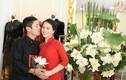 Chí Trung diện áo dài tình tứ bên bạn gái kém 18 tuổi