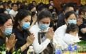 Vợ Vân Quang Long khóc nghẹn trong lễ tang chồng