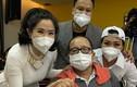 Nghệ sĩ Trần Mạnh Tuấn khóc khi gặp đồng nghiệp sau cơn sinh tử