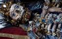 Bí ẩn về những bộ xương được nạm châu báu