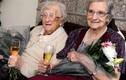 Cặp sinh đôi thọ nhất thế giới mừng sinh nhật 104