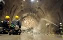 Cảnh hàng nghìn công nhân làm đường hầm dài nhất thế giới