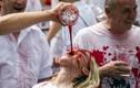 Biển người tắm rượu vang đỏ trong lễ hội ở Tây Ban Nha
