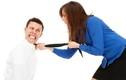 Đàn ông đau đớn tột cùng khi bị vợ ngược đãi thì khiếu kiện ai?