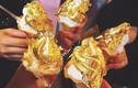 Bữa tiệc rượu vảy vàng, đồ ăn dát vàng... trà sữa cũng rắc vàng