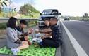 Tước bằng 2 tháng tài xế tổ chức ăn uống trên đường cao tốc