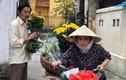 """Không ngờ cô """"Hạnh bán hoa"""" trong Về nhà đi con ăn mặc trẻ trung đến vậy"""