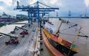 Cận cảnh tàu hàng hơn 2.400 tấn bị nghiêng tại Tân Cảng Hiệp Phước