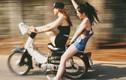 """Giới trẻ Việt khó đỡ: """"Nữ quái xế"""" làm xiếc trên đường"""