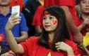 Fan nữ xinh đẹp hết lòng cổ vũ tuyển Việt Nam