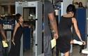 Rihanna bị hành tới bến ở sân bay