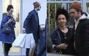 """Robert Pattinson dẫn bạn gái """"xấu lạ"""" đi chơi Paris"""