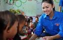 Á hậu Thanh Tú giản dị đi từ thiện ở Hà Giang