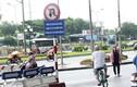 Ảnh: Hồn nhiên lao vào đường cấm giữa Hà Nội