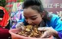 Kinh dị cảnh đua nhau ăn hàng kg sâu bọ