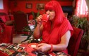 """""""Dị nhân"""" ám ảnh màu đỏ, mê điên cuồng suốt 40 năm"""