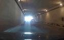Video: 2 ô tô chặn đầu nhau rồi dừng trong hầm chui để nói chuyện