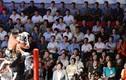 Dân Triều Tiên reo hò xem võ sĩ Mỹ đấu vật