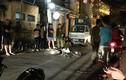 """Hà Nội: Kinh hoàng ô tô """"điên"""" kéo lê xe máy tóe lửa"""
