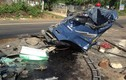 Hai xe tải đấu đầu vỡ nát, tài xế và phụ xe tử nạn