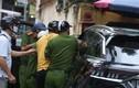 Lái xe nghi ngáo đá gây náo loạn phố Thụy Khuê - Hà Nội