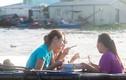 Du thuyền trên chợ nổi thưởng món ngon miền Tây