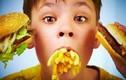 Bé ăn đồ ăn nhanh dễ bị suy giảm IQ