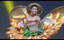 """H'Hen Niê gây náo nhiệt Miss Universe 2018 bằng trang phục """"bánh mì"""""""