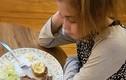 """Bé gái """"chết mòn"""" vì hội chứng không thể nhai thức ăn suốt 12 năm"""