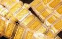 Giá vàng hôm nay: Vàng SJC giữ giá, vàng thế giới lao dốc