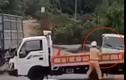 Tài xế xe khách tông thẳng vào xe CSGT chặn đường, hất văng một chiến sĩ