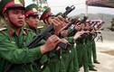 """Bộ đội Việt Nam luyện tập diễu binh với súng """"lạ"""""""