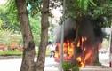 Hà Nội: Xe buýt bốc cháy dữ dội trên đường