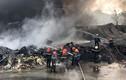 """Hàng trăm lính cứu hỏa chiến đấu với """"giặc lửa"""" cứu cơ sở phế liệu"""