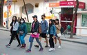 Ảnh: Mặc CSGT xử phạt, người đi bộ vẫn vi phạm luật tràn lan