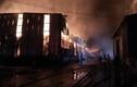 Ảnh: Bão lửa bao trùm kho hàng nghìn m2 công ty Phước Sinh