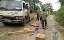 Đình chỉ 4 cán bộ vụ lật xe chở gỗ ở Đắk Nông