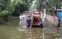 Ngập lụt ở Chương Mỹ: Xót xa đẩy xe tang giữa dòng nước lũ