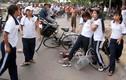 Video: Nữ sinh bị đánh hội đồng dã man chỉ vì cái áo bị bẩn