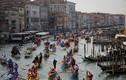 Video: Khách du lịch đang 'nhấn chìm' Venice?