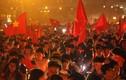 Người hâm mộ xuống đường ăn mừng chiến thắng của ĐT Việt Nam