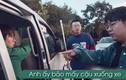 """Video: Tài xế cầm gậy đòi """"ăn người"""" và cái kết lăn lộn"""