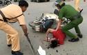 Video: Cướp tháo chạy đâm xe máy của 2 cô gái và cái kết đau đớn