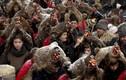 Video: Lễ diễu hành kỳ lạ đón năm mới ở Romania
