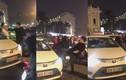 Video: Va chạm nhẹ, tài xế Mercedes liên tục đấm đá rồi đạp bay gương taxi